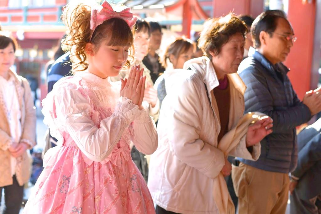 女の子と神社で参拝する方法